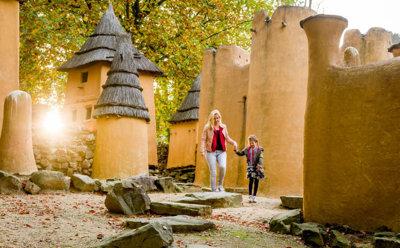 In het buitenmuseum is traditionele architectuur van vijf Afrikaanse volkeren te zien