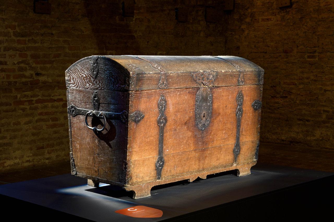 De boekenkist waarin Hugo de Groot Slot Loevestein ontsnapte.